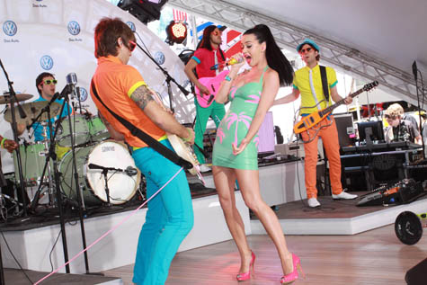 katy-perry-singing-at-volkswagen-jetta-launch